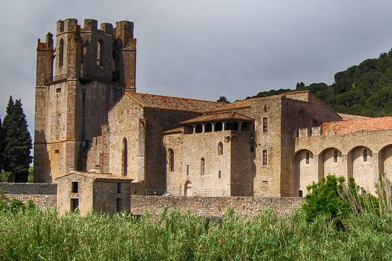 abbey of lagrasse - character gites with swimming pool and charming bed and breakfasts near Carcassonne