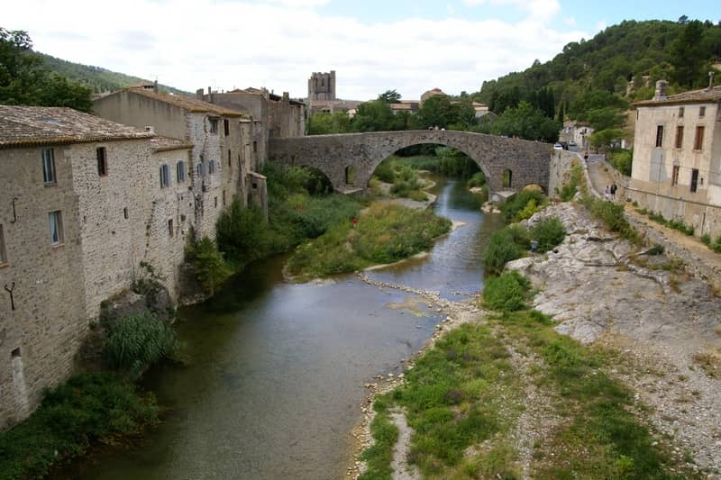 village of lagrasse - character gites with swimming pool and charming bed and breakfasts near Carcassonne