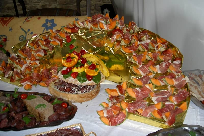 retirement reception buffet - character gites with swimming pool and charming bed and breakfasts near Carcassonne