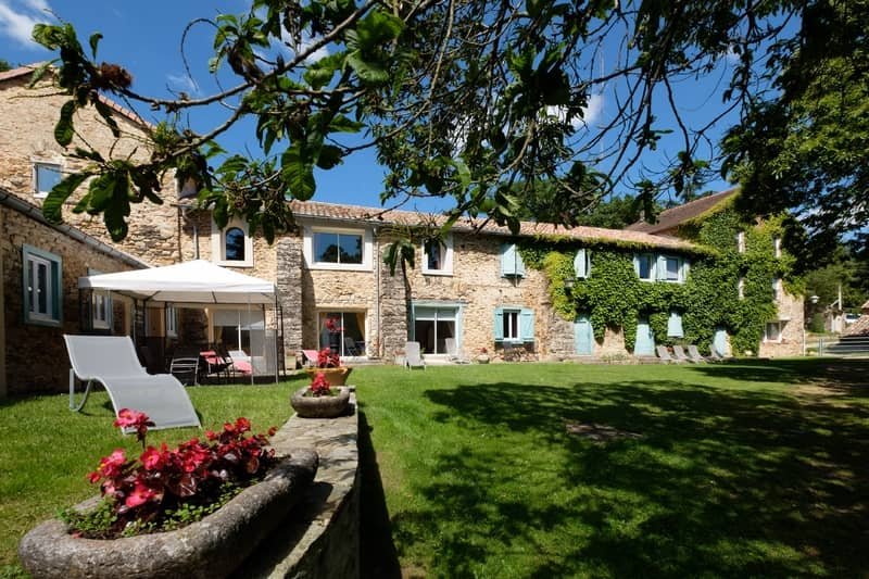 Courtyard of the Domaine de Malouziès - character gites with swimming pool and charming bed and breakfasts near Carcassonne