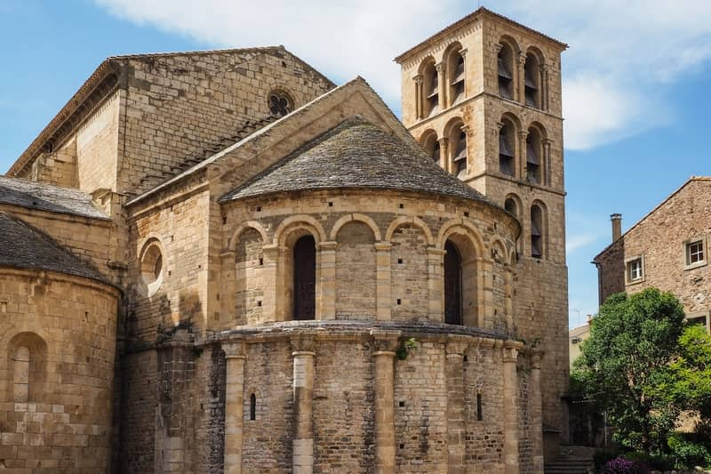 abbey of caunes-minervois - character gites with swimming pool and charming bed and breakfasts near Carcassonne