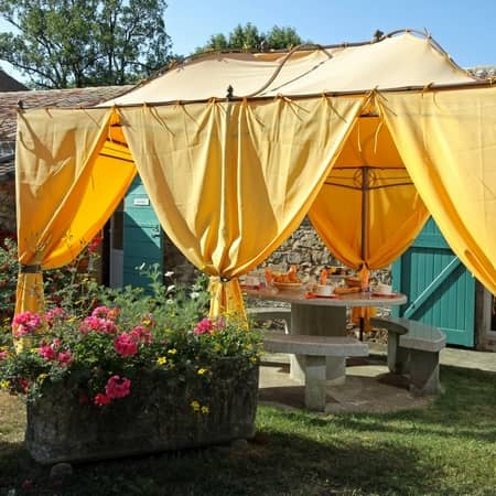 breakfast under the arbour - character gites with swimming pool and charming bed and breakfasts near Carcassonne